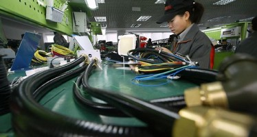 China's manufacturing activity continues to dwindle