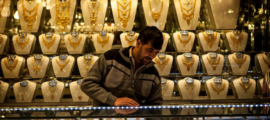 Gold price down, fuel price up in Kabul city