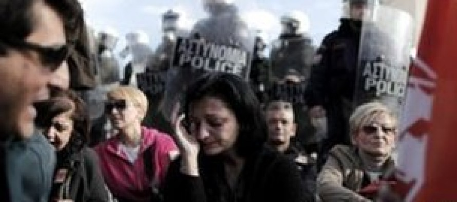 15000 civil servants to lose job as Greece passes a new bill