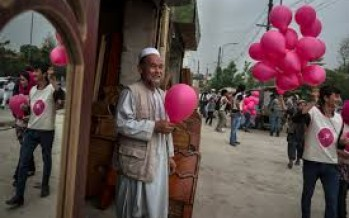 10,000 pink balloons distributed in Kabul as a message of love