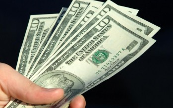 Afghans turning to US dollar for major business deals