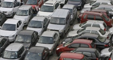 Decline in car prices in Kabul due to insecurity and Afghans exodus