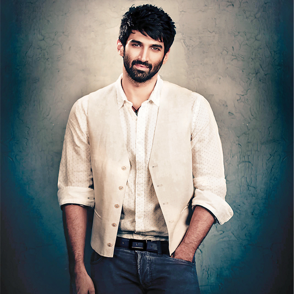 Aditya Roy Kapoor is playing a role of artist in his upcoming movie Fitoor along with Katrina Kaif. For this he has been spending a lot of time practising sketching Katrina's face who is playing a role of his lady love in this movie.