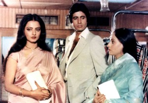 Silsila was based on the real life love triangle between the lead actors, Amitabh Bachhan, Jaya Bachchan, and Rekha. But that time movie falied to make place in hearts of audience. Now it is considered as classic bollywood movie.