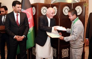 Afghan medal winners of Turkmenistan games receive large sums of cash prizes from President Ghani