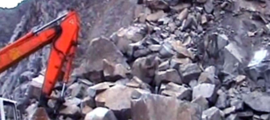 Rockfalls block Kabul-Jalalabad Highway