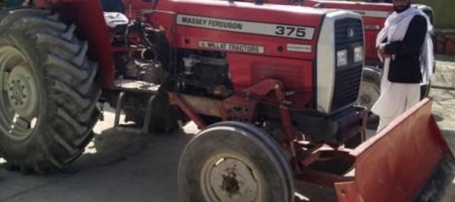 Pakita farmers receive 28 tractors