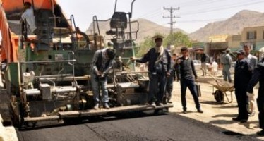 Kabul Municipality begins asphalting work of Chehlsitoon Road