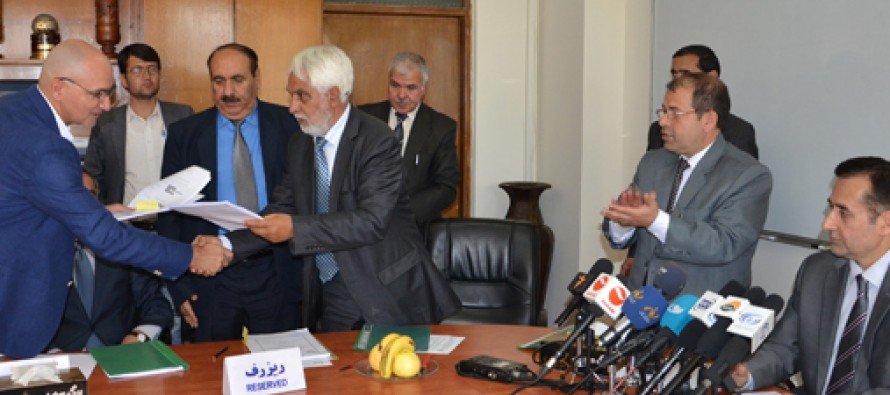 Afghan government sings contracts on installation of 289 telecom towers