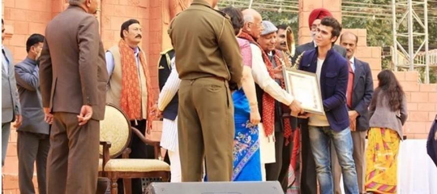 Afghan carpet manufacturer wins award at Indian crafts fair