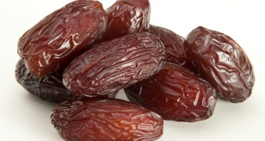 Vulnerable Afghans to receive Saudi Arabian dates for Ramadan